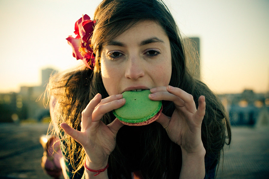 Ava and the macaroon - Old good time, photo by Tom Spianti